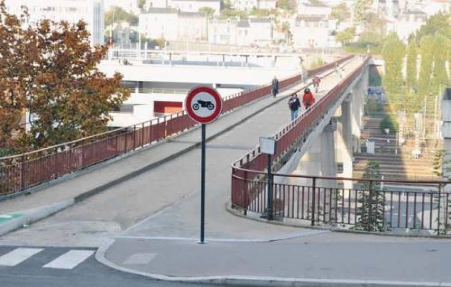 Un pont pour la passerelle