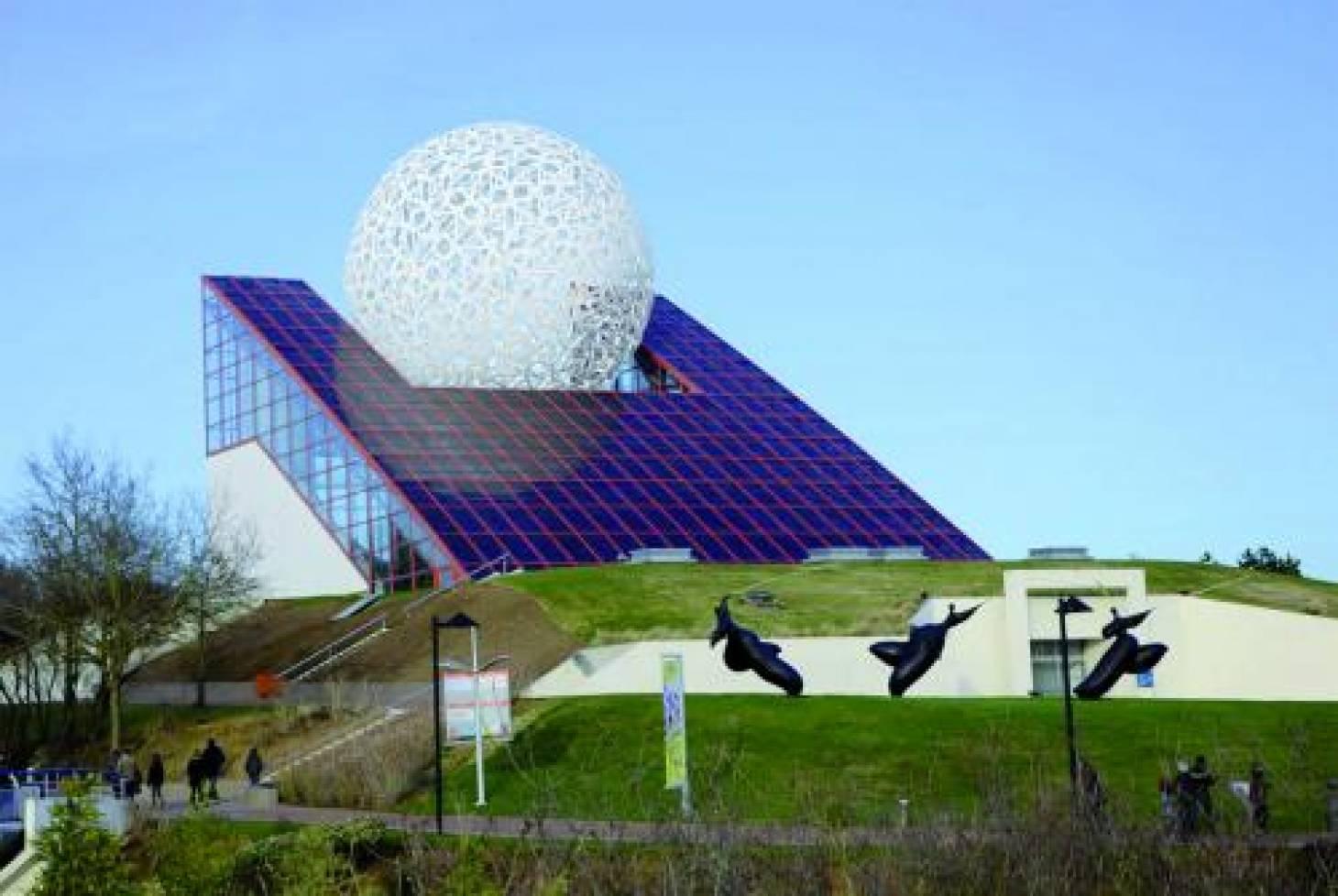 Futuroscope : la boule se fait dentelle