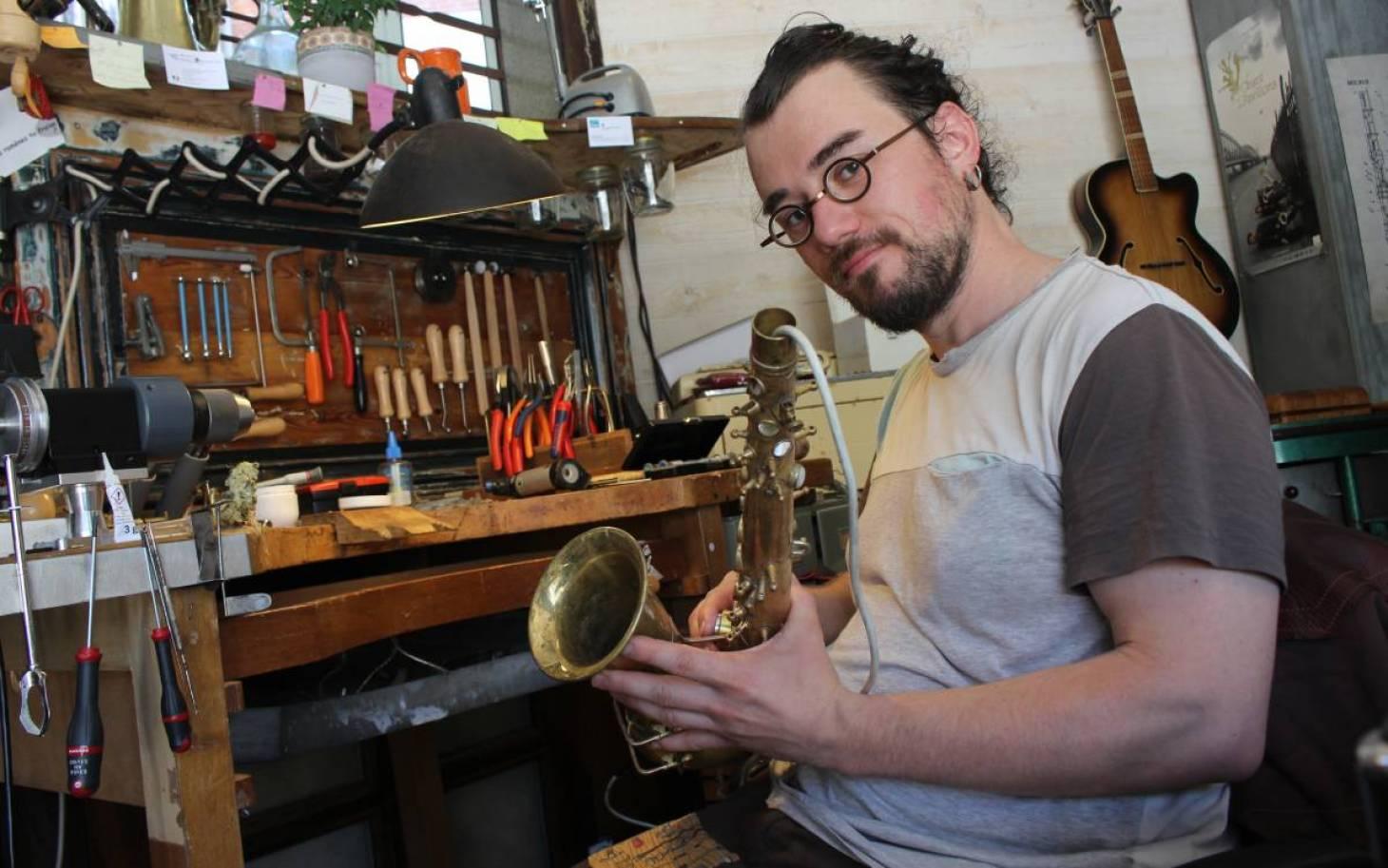 A Poitiers, Théophane Pérot répare vos instruments à vent