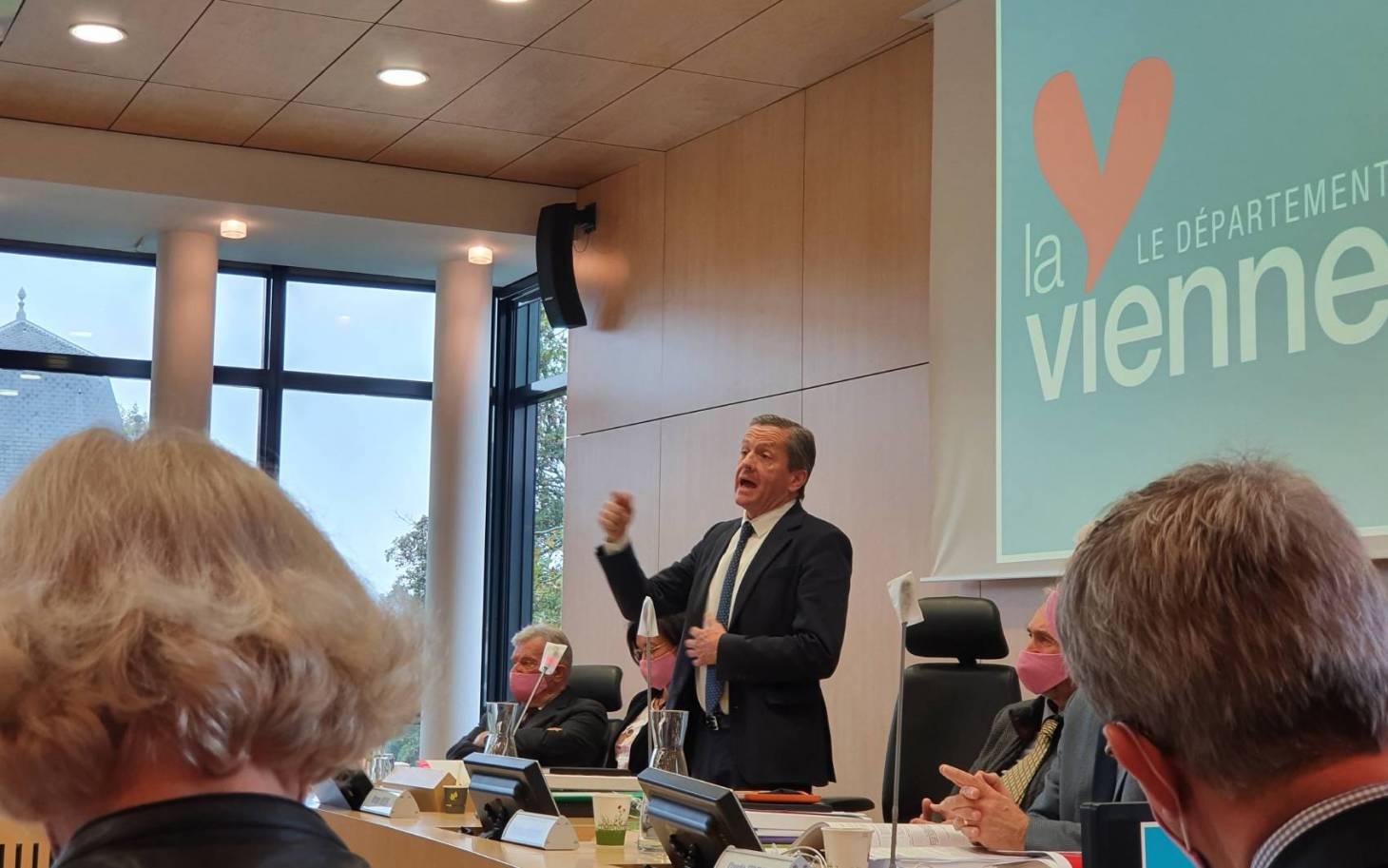 Département: Bruno Belin soigne sa sortie