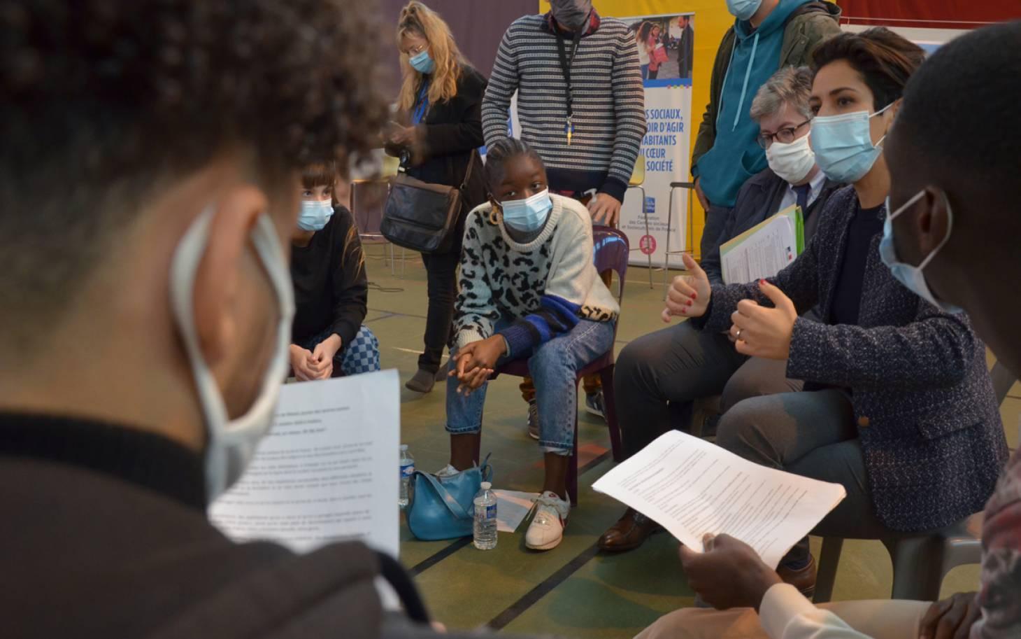 Sarah El Haïry diligente une inspection de la Fédération des centres sociaux après sa rencontre avec des jeunes à Poitiers