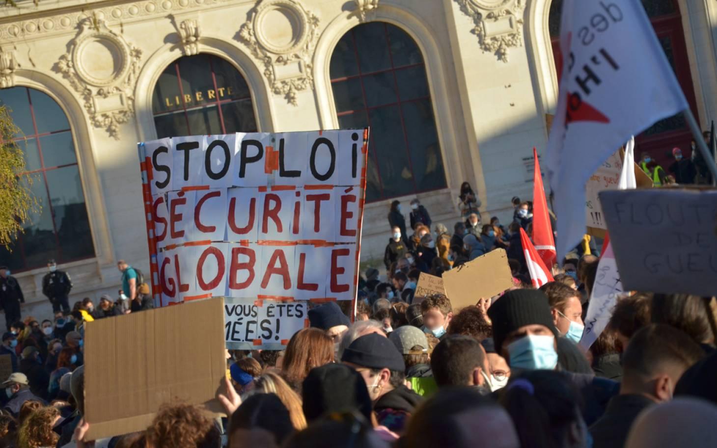 """Poitiers - Plus de 1 500 personnes contre la loi de """"sécurité globale"""""""