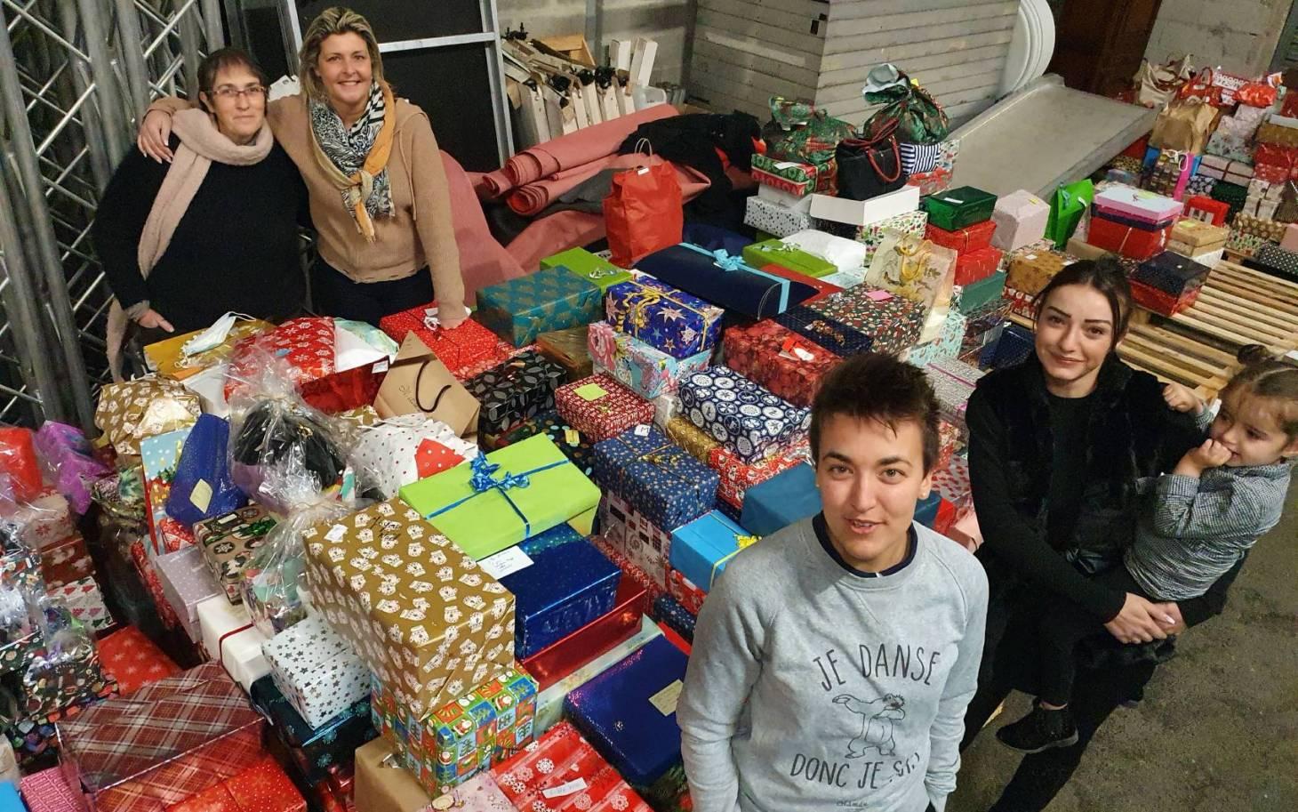 Des boîtes à cadeaux par milliers