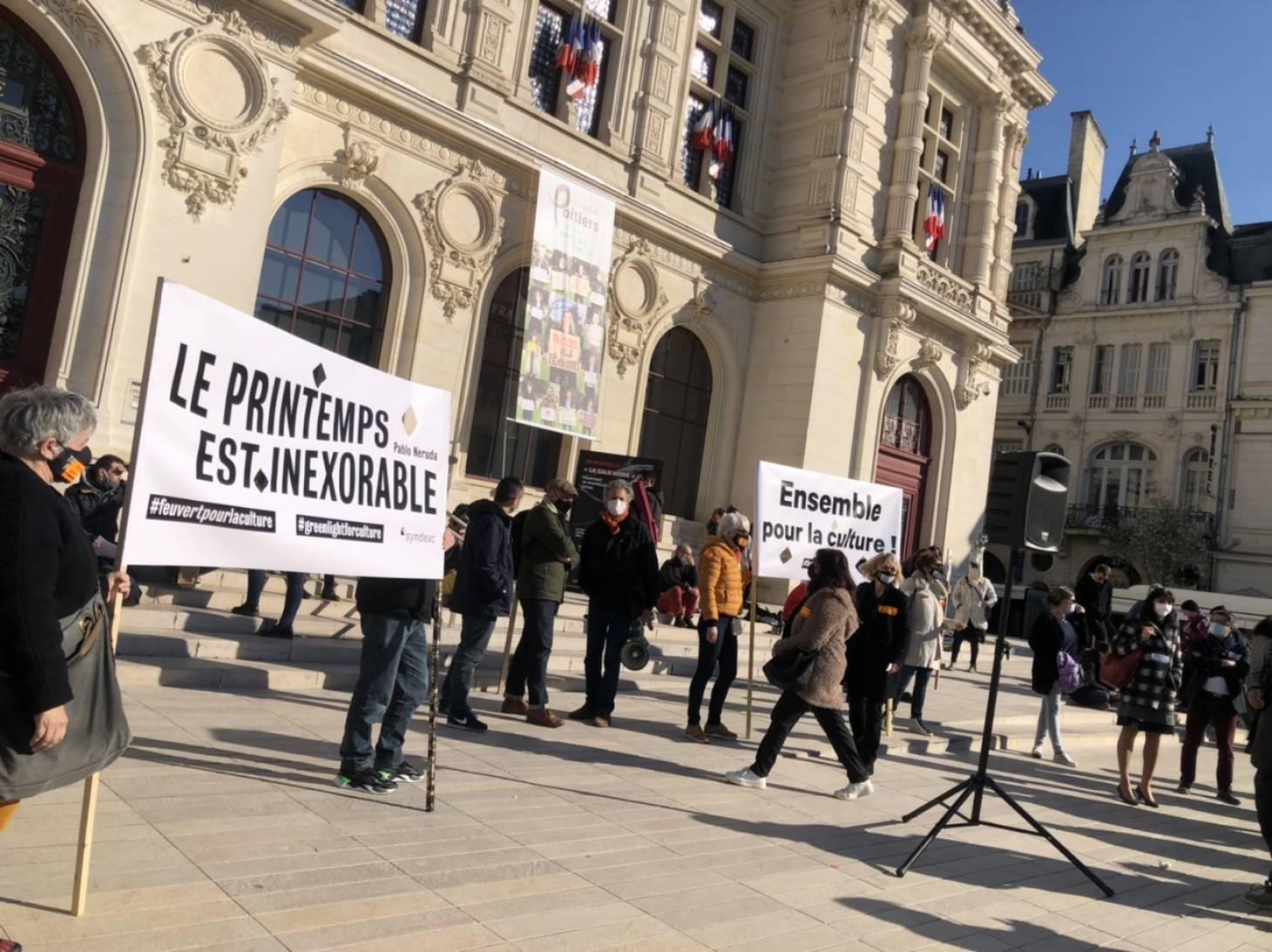 Poitiers/Châtellerault - Des manifestants réclament la réouverture des lieux de spectacle