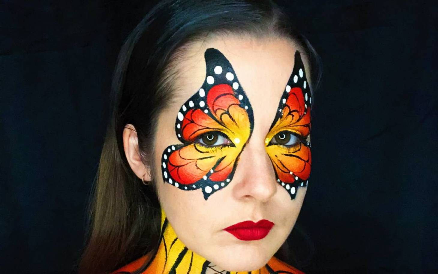 Le face painting a un visage