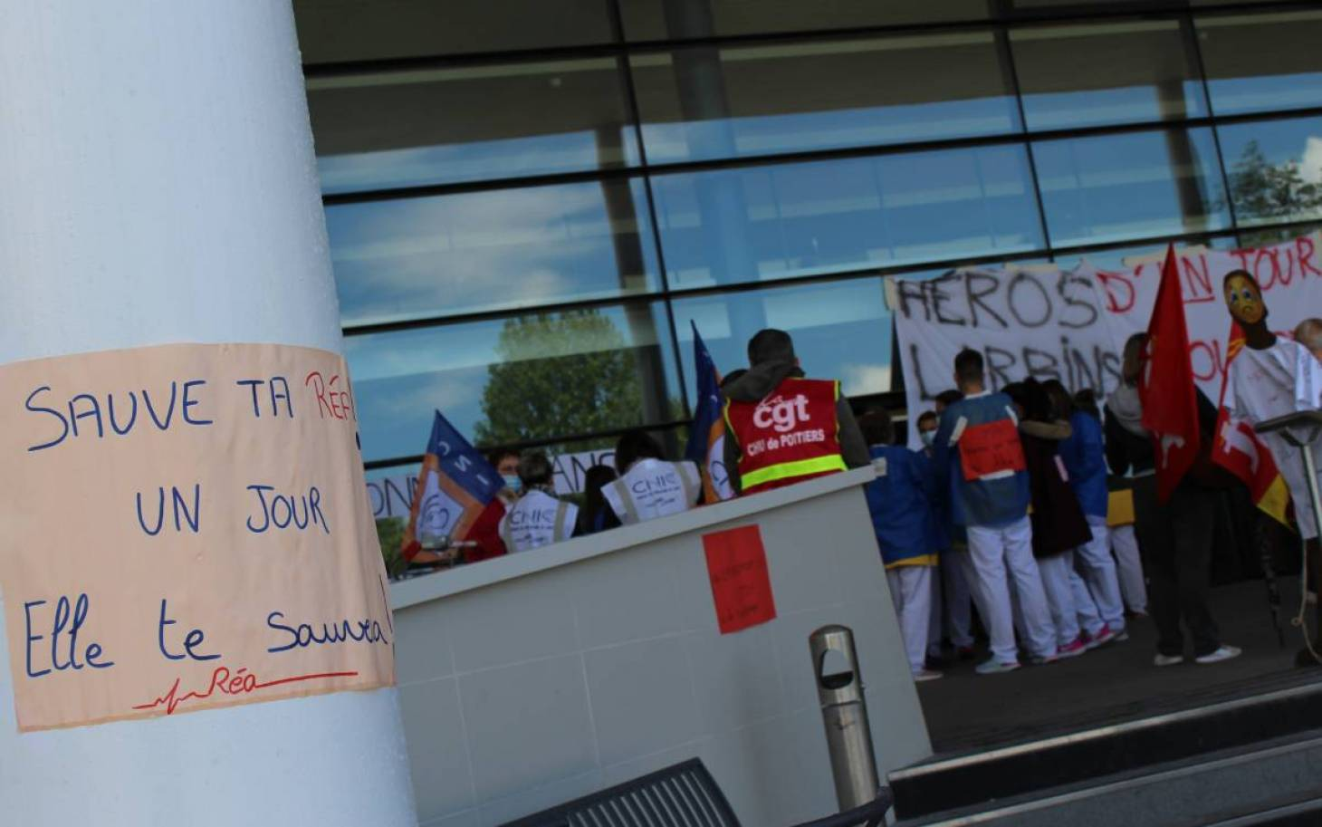 Les infirmiers en réanimation du CHU de Poitiers en grève