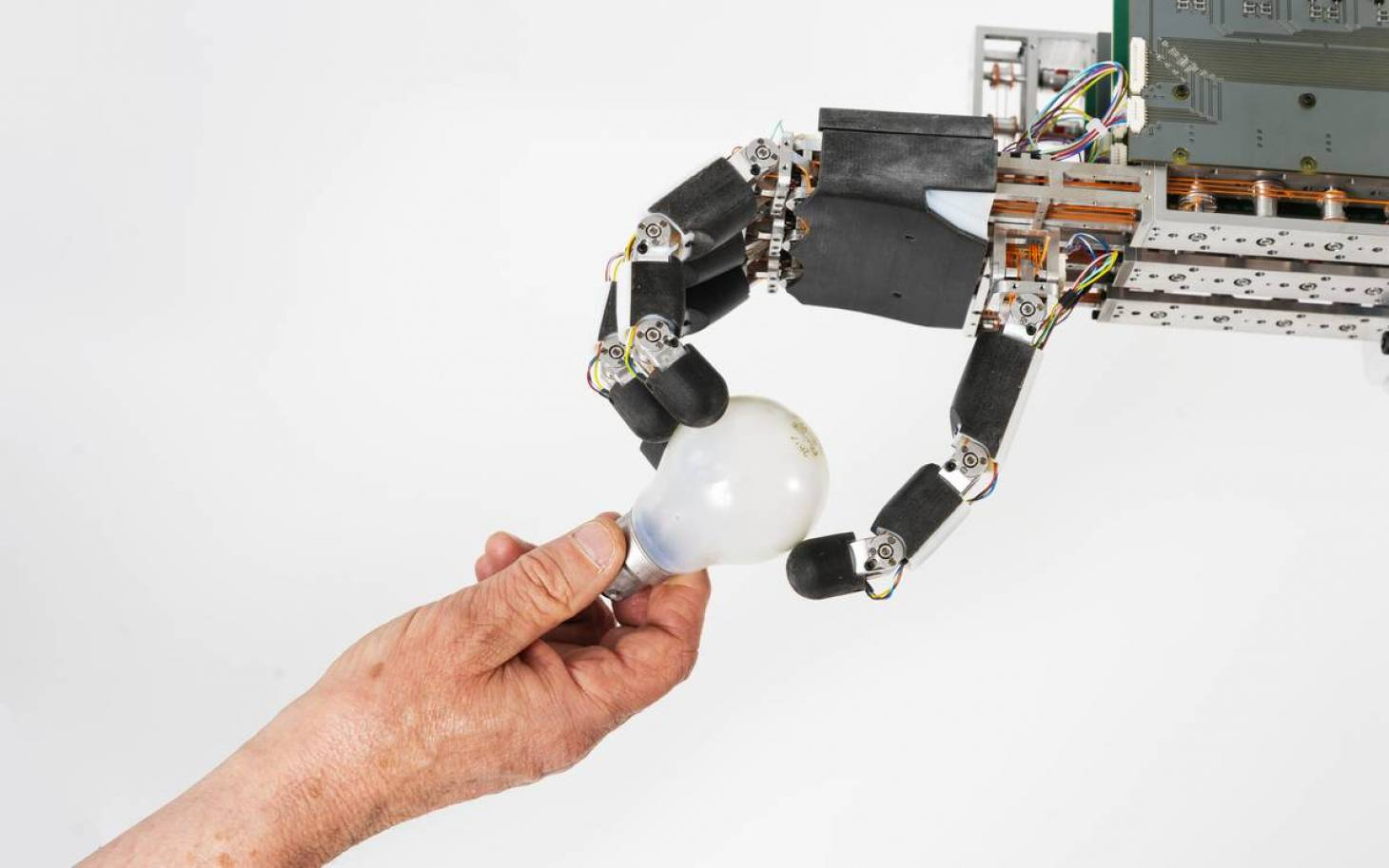 Le laboratoire poitevin Pprime présente sa main robotique à VivaTech