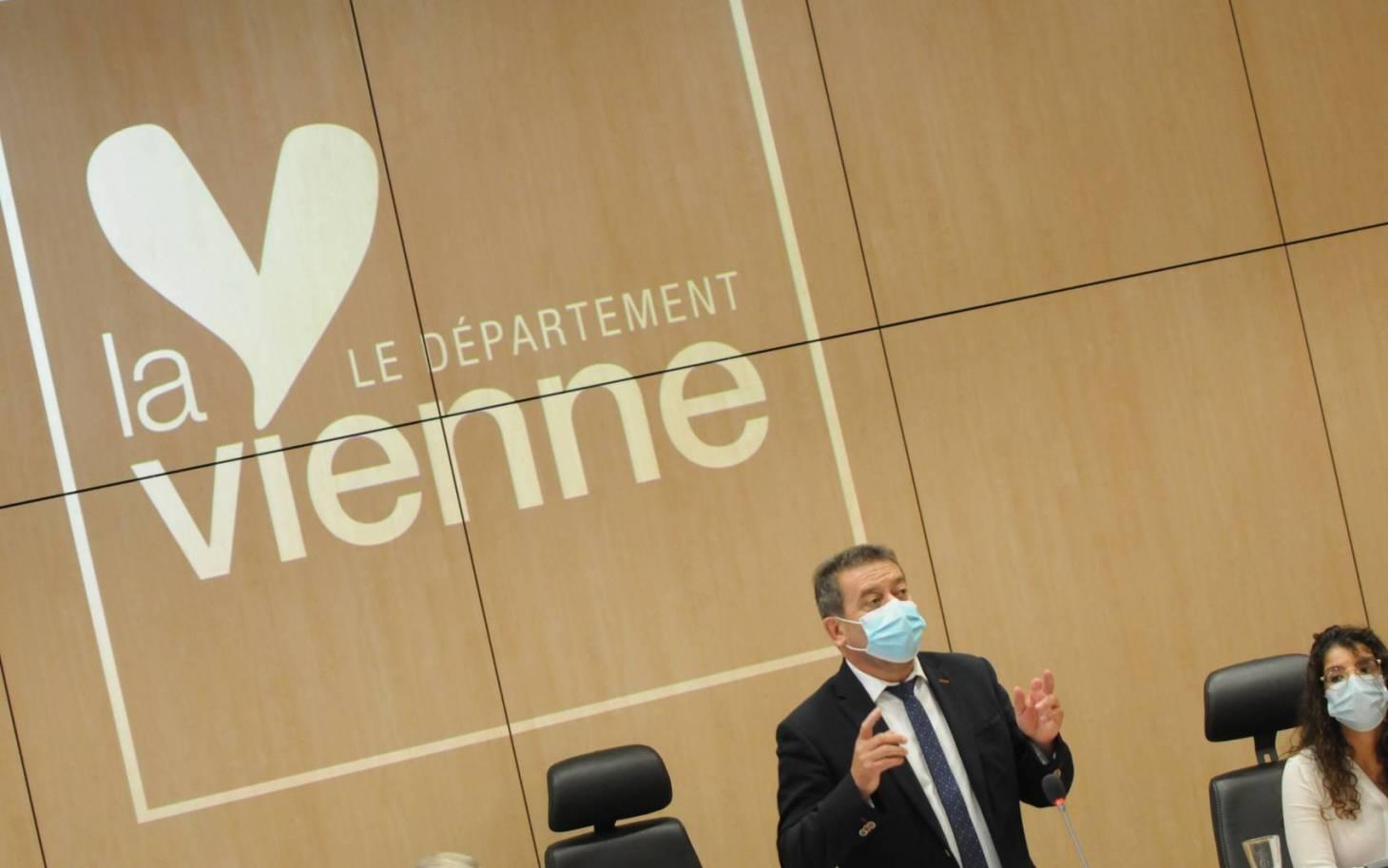 Politique - Alain Pichon réélu à la tête du Département