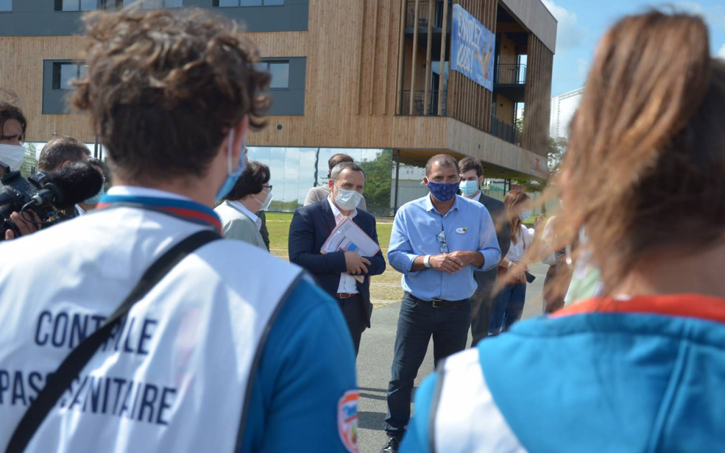 """Le pass sanitaire est un """"sésame"""" pour Adrien Taquet en visite au Futuroscope"""