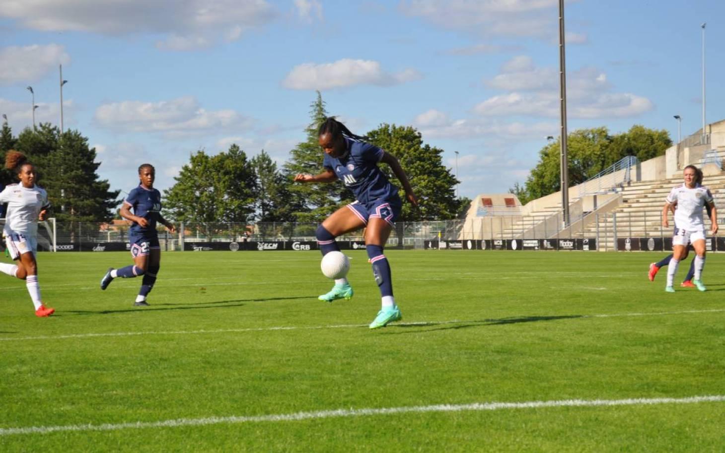 Football - Les équipes féminines du PSG et de Bordeaux se testent à Poitiers