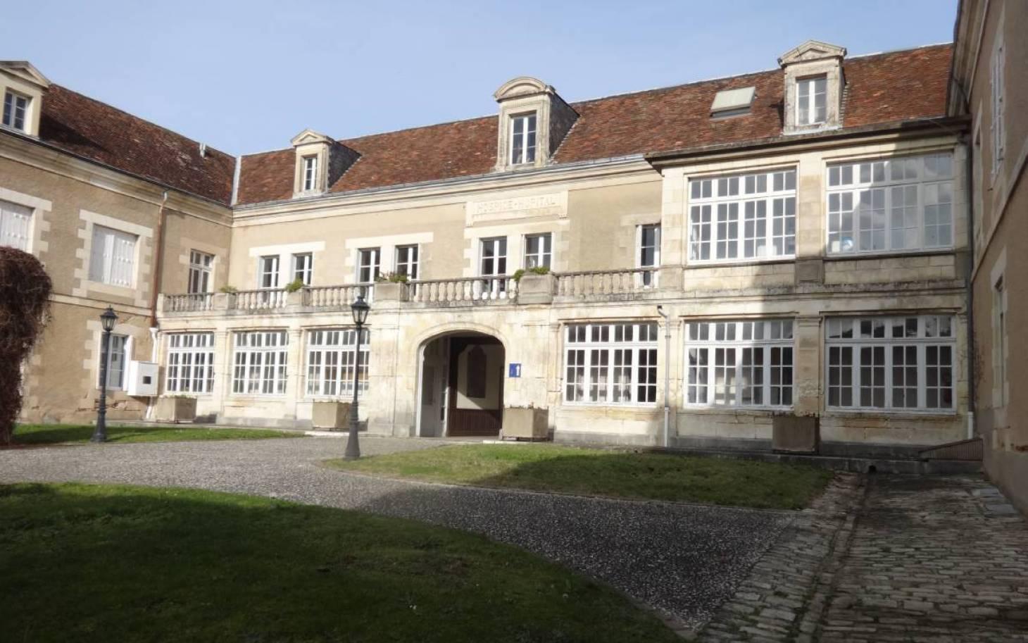 Montmorillon - La communauté de communes préempte le cloître de l'hôpital