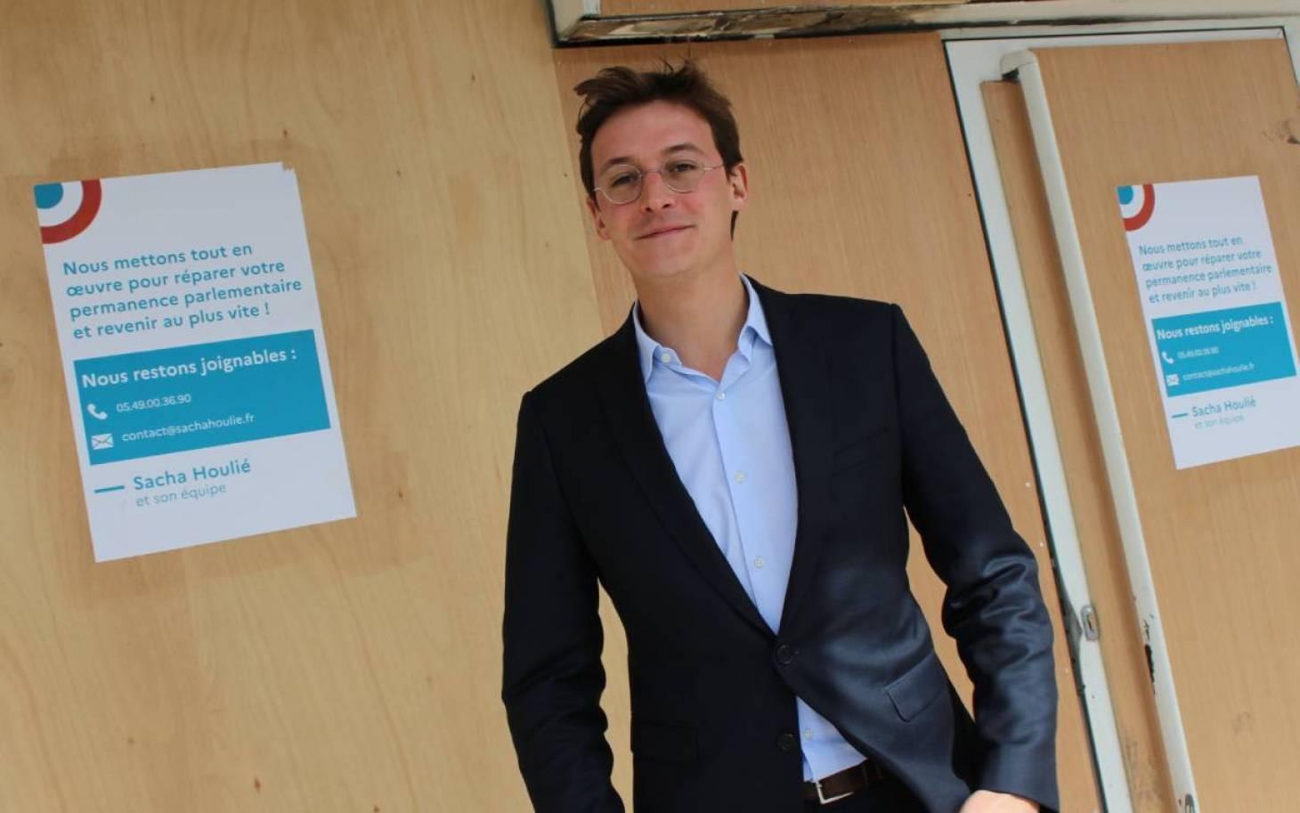 """De retour dans sa permanence, Sacha Houlié vante un """"bilan robuste"""""""