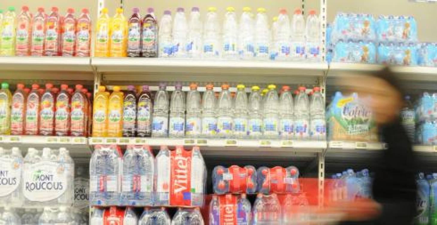 L'eau en bouteille liquidée
