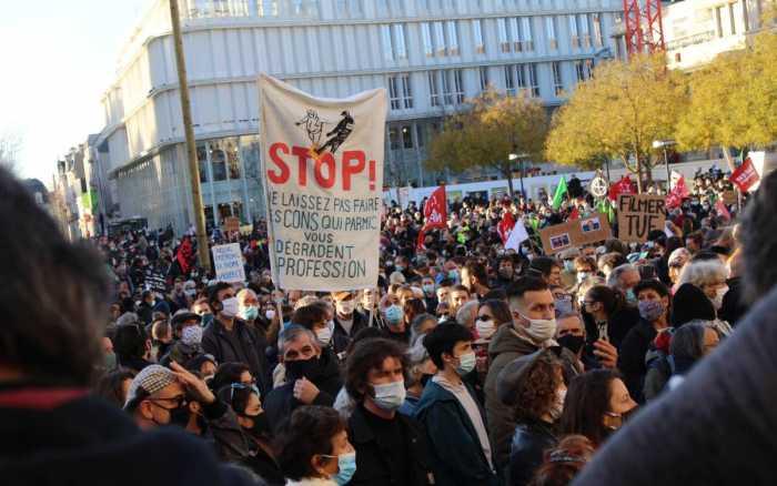 A Poitiers, près de 2 000 personnes contre les violences policières et la « loi sécurité globale »