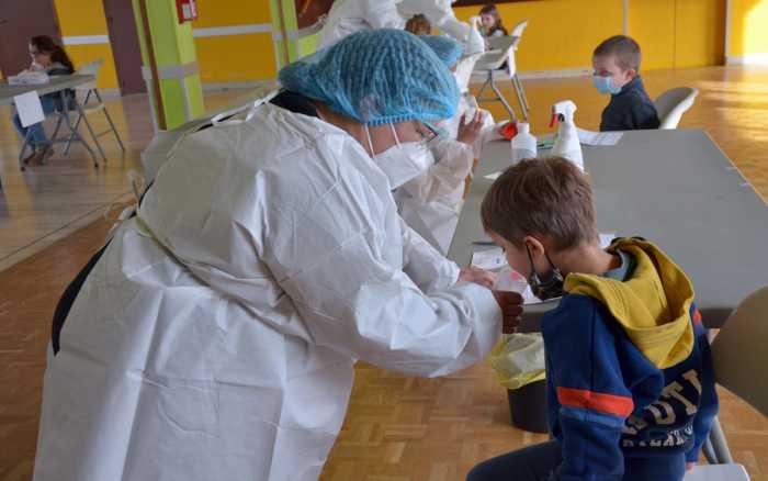 Les tests salivaires sont arrivés dans les écoles de la Vienne