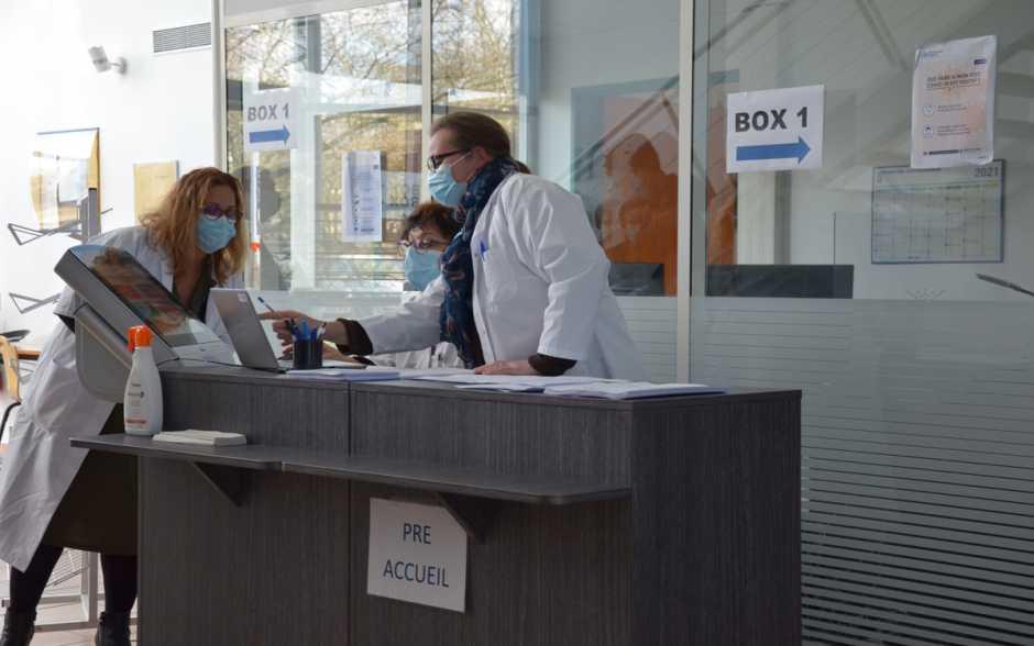 Les centres de vaccination contraints de s'adapter aux livraisons de doses