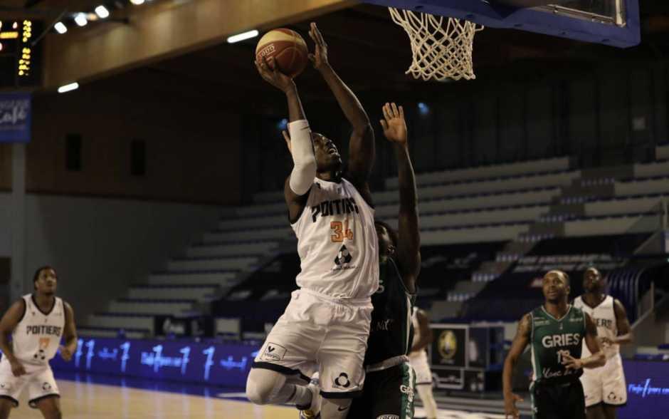Basket - Poitiers enfin au complet