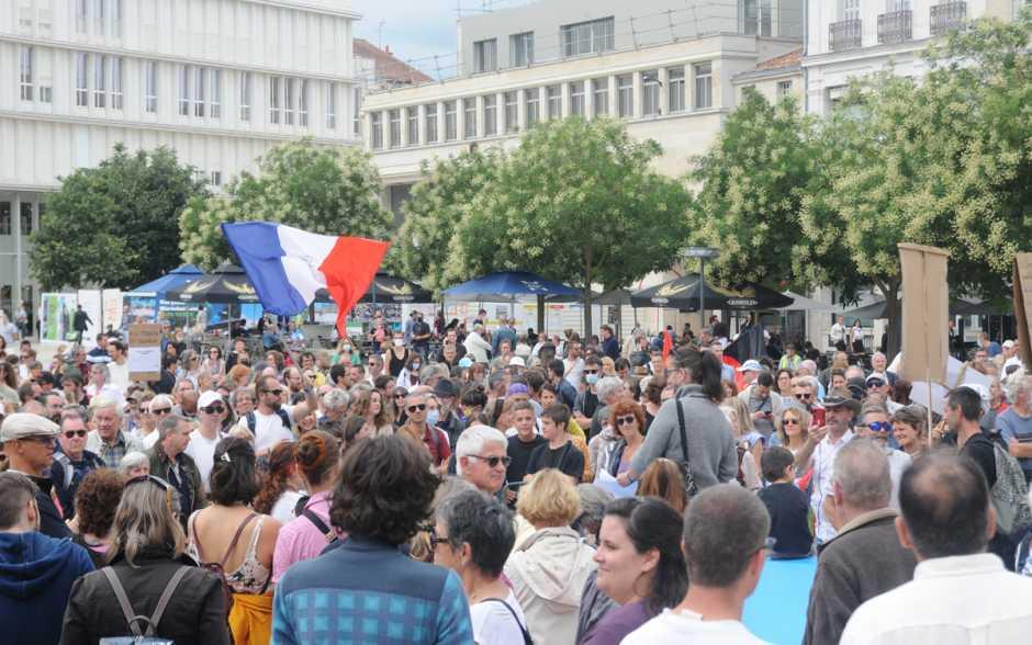 Poitiers - Près de 1 000 personnes manifestent contre le pass sanitaire