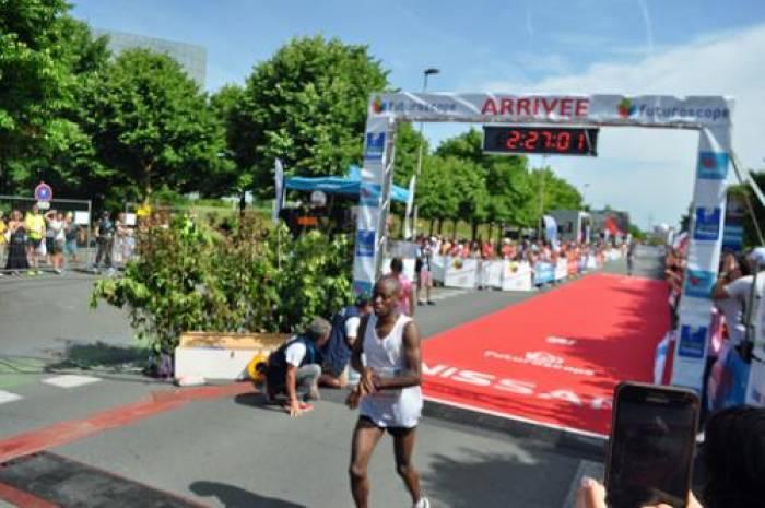 Le Kenyan Josephat Muraga remporte le marathon Poitiers-Futuroscope