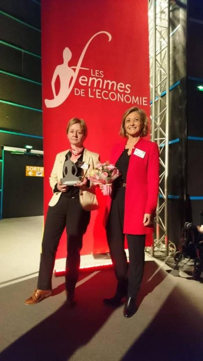 """Femmes de l'économie - Sylvie Plumet reçoit le Trophée """"Femme dirigeante"""""""