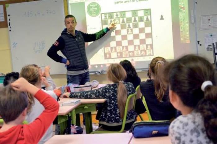 Ils jouent aux échecs et apprennent les maths