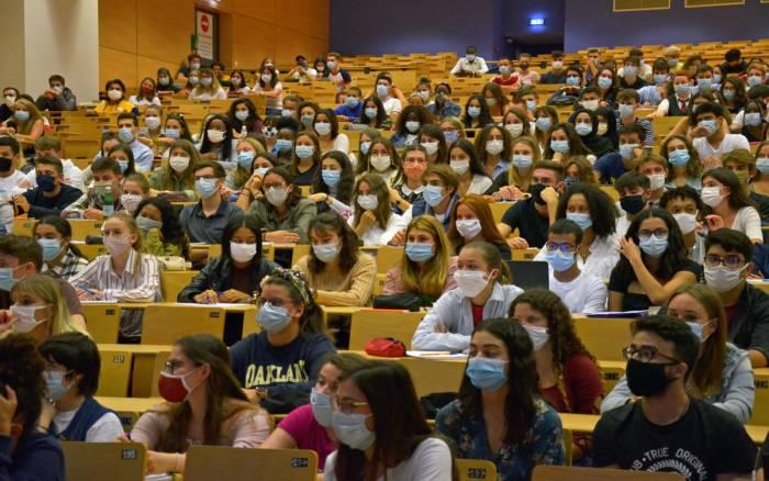Université : rentrée masquée pour les étudiants