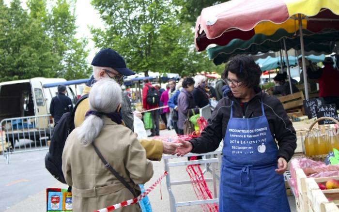 Poitiers expérimente les « brigades de prévention » et impose le masque sur les marchés