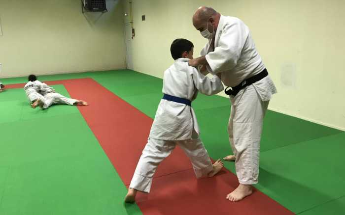 Les  sports de combat se serrent la ceinture