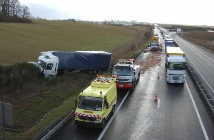 Collision entre un camion et un véhicule de Cofiroute sur l'A10