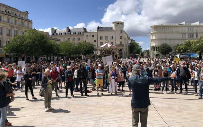 Plus de 1 200 personnes contre le pass sanitaire à Poitiers