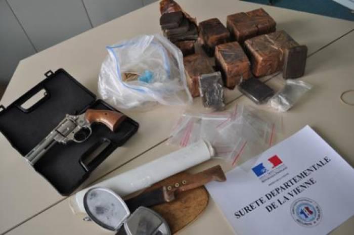 La police saisit 4,765 kg de shit et 298 g d'héroïne