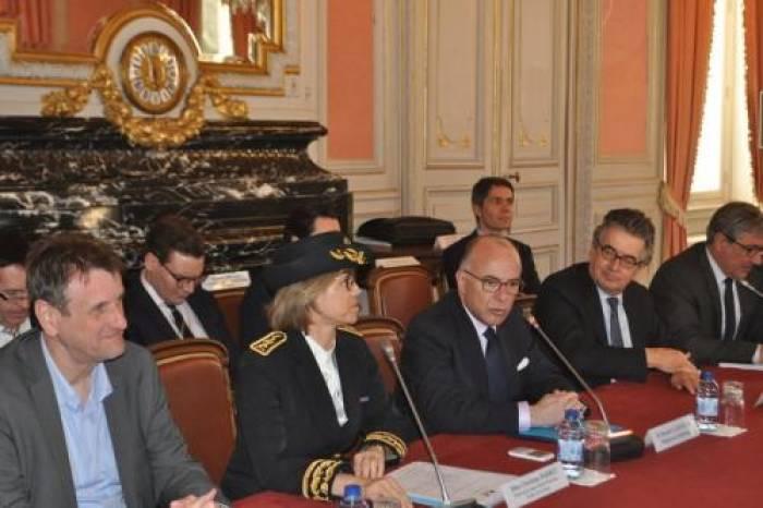 Bernard Cazeneuve participe à une table-ronde sur la laïcité à Poitiers