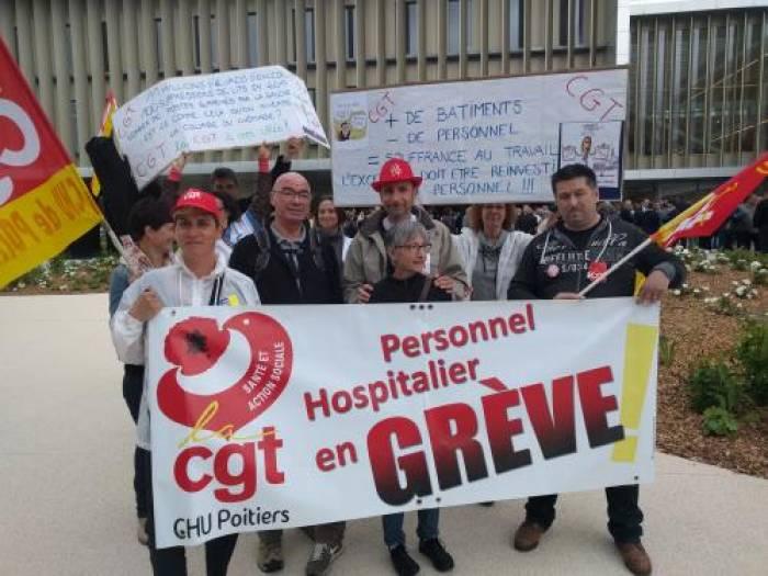 CHU - Les syndicats manifestent lors de l'inauguration de l'Agora